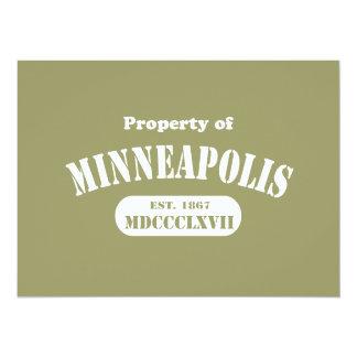"""Propiedad de Minneapolis Invitación 5.5"""" X 7.5"""""""