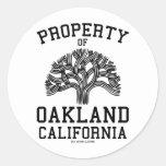 Propiedad de Oakland Pegatina Redonda