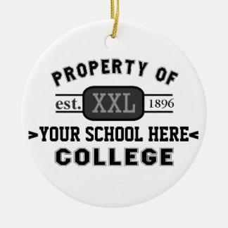 Propiedad de su escuela o universidad personalizad ornamentos de reyes