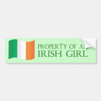 Propiedad de un chica irlandés pegatina de parachoque