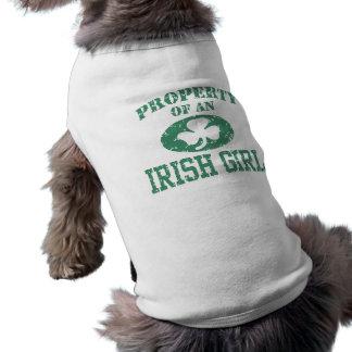 Propiedad de un chica irlandés camiseta de perrito