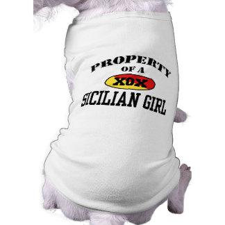 Propiedad de un chica siciliano camiseta de perrito