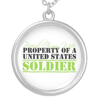 Propiedad de un soldado collar plateado