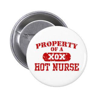 Propiedad de una enfermera caliente pins