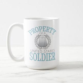 Propiedad de una taza del soldado de los E.E.U.U.