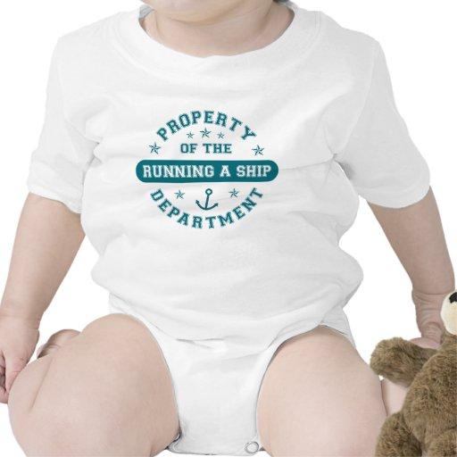 Propiedad del funcionamiento un departamento de la traje de bebé