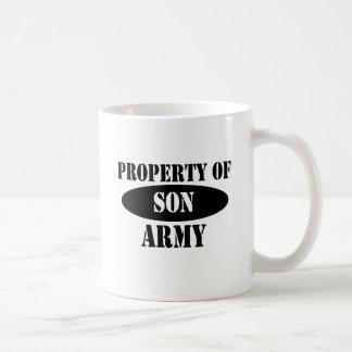 Propiedad del hijo del ejército taza básica blanca