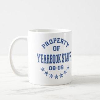 Propiedad del personal del anuario taza de café