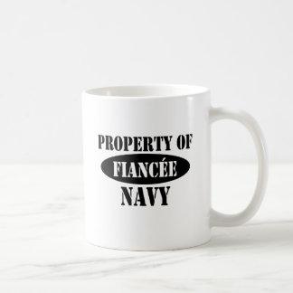 Propiedad del prometido de la marina de guerra taza clásica