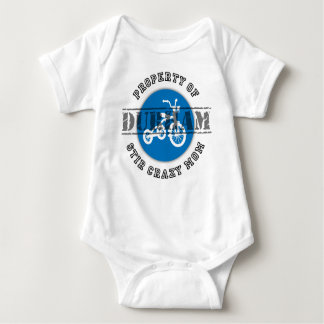 Propiedad del Stir Mamá-Durham loco: Bebé Playeras