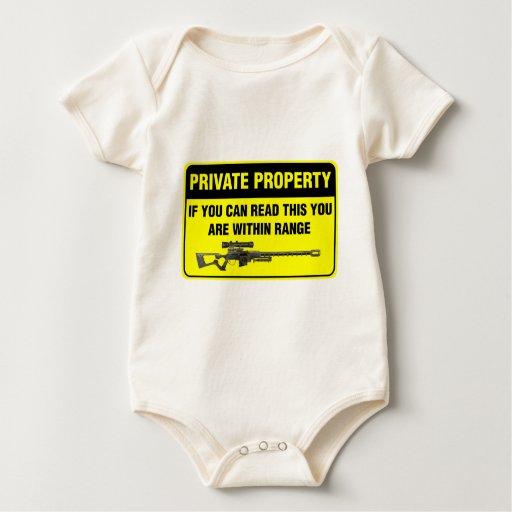 Propiedad privada traje de bebé