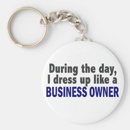 Propietario de negocio durante el día llaveros personalizados