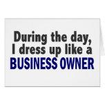 Propietario de negocio durante el día felicitaciones