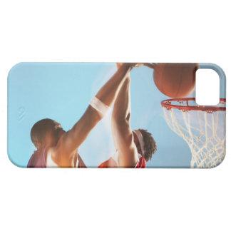 Propósito borroso de dunking del jugador de básque iPhone 5 Case-Mate cárcasa