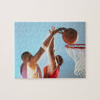 Propósito borroso de dunking del jugador de básque puzzle