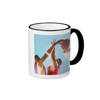 Propósito borroso de dunking del jugador de taza a dos colores