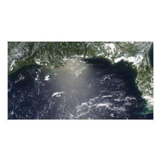 Propósito por satélite de escaparse del aceite fotografía