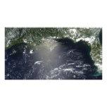 Propósito por satélite de escaparse del aceite arte con fotos