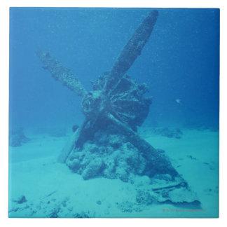 Propulsor en la parte inferior del mar azulejo cuadrado grande