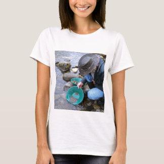 Prospectors Gold Panning Mug T-Shirt
