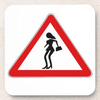 Prostitutas de la atención (1), señal de tráfico, posavasos de bebida