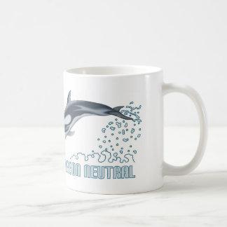 Protección del carbono/salto neutrales del delfín taza de café