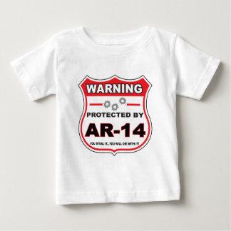 protegido por ar14 shield.png playera de bebé