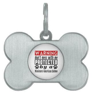 Protegido por el esquimal americano miniatura placas de mascota