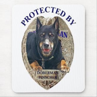 Protegido por el Pinscher del Doberman Alfombrillas De Ratones