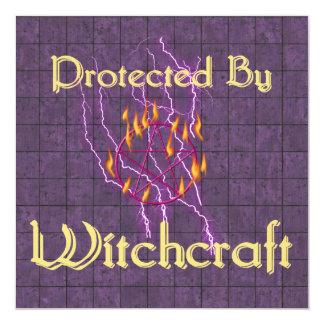 """Protegido por la brujería invitación 5.25"""" x 5.25"""""""