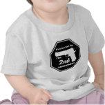 Protegido por la segunda enmienda .png (negro) camisetas