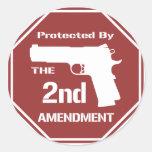Protegido por la segunda enmienda .png (rojo) pegatina redonda