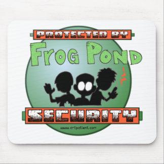 Protegido por seguridad de la charca de la rana tapete de ratones