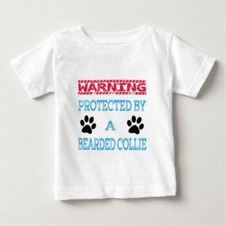 Protegido por un perro barbudo del collie playera de bebé