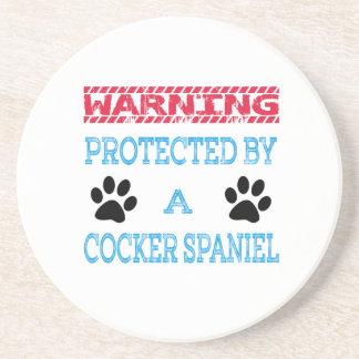 Protegido por un perro de cocker spaniel posavaso para bebida