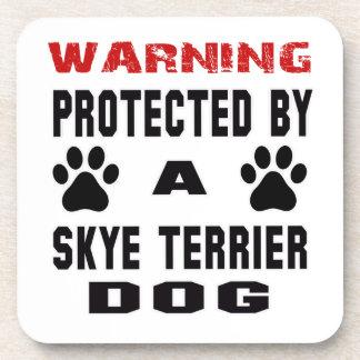 Protegido por un perro de Skye Terrier Posavasos De Bebidas