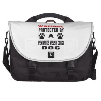 Protegido por un perro del corgi galés del bolsas de ordenador