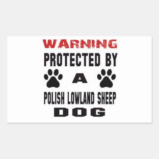 Protegido por un perro pastor polaco de la tierra