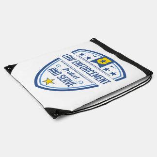 Proteja y sirva la insignia de la policía mochila