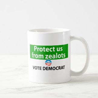 Protéjanos contra defensores: Vote a Demócrata Taza