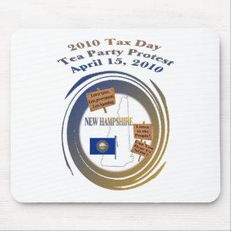Protesta de la fiesta del té del día del impuesto  mouse pads