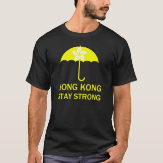 Protestas fuertes de la revolución del paraguas de playera