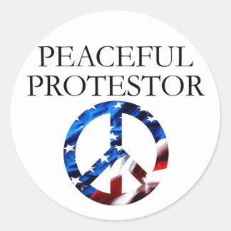 Protestor pacífico pegatina redonda