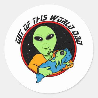 Proud alien daddy classic round sticker