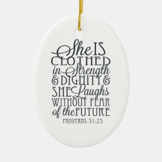 Proverbios 31 regalos - vestidos en fuerza y adorno navideño ovalado de cerámica