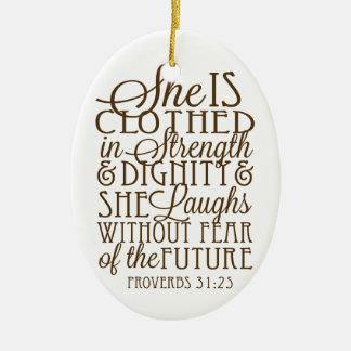 Proverbios 31 - Vestido en la fuerza y la dignidad Adorno Navideño Ovalado De Cerámica
