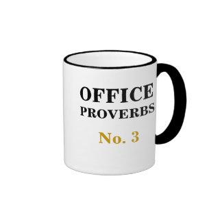 Proverbios número 3 de la oficina - pronósticos taza de dos colores
