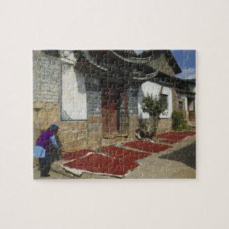 Provincia de CHINA, Yunnan, Tianshengying. Secado Rompecabeza Con Fotos