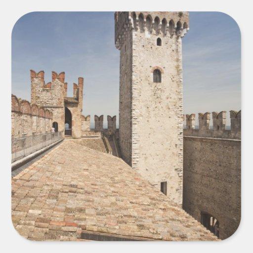 Provincia de Italia, Brescia, Sirmione. Castello 4 Pegatina Cuadrada
