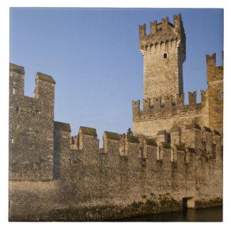 Provincia de Italia, Brescia, Sirmione. Castello Azulejo Cuadrado Grande